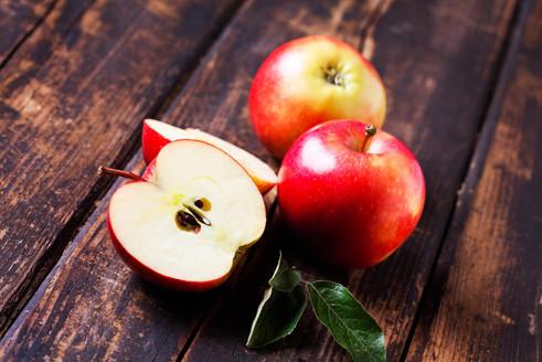 214012-2121x1414-Red-apples-2.jpg
