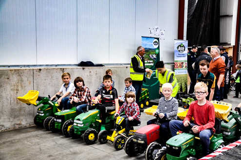 Tractor Racing at Family Fun Day 2016.jp