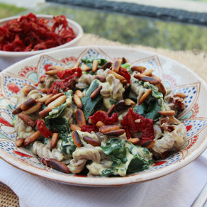 Mimi's Vegan Kitchen: Curried Pasta with Kale and Sun-dried Tomatoes