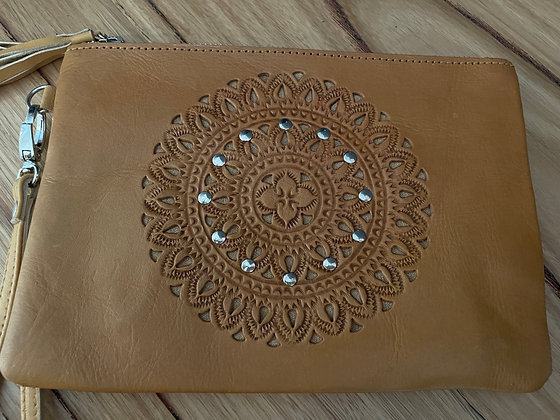 Middle circle leather clutch