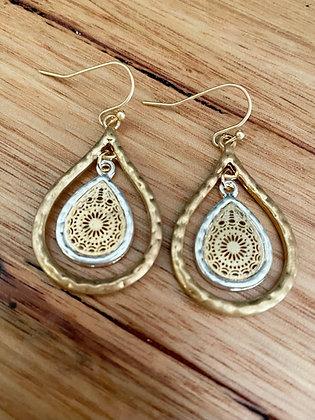 Gold deli earrings