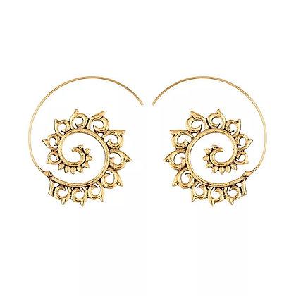 Gold swirl earring
