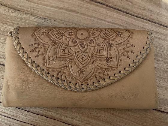 Semi detailed leather purse