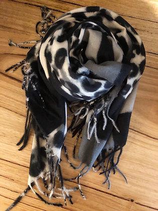 Winter grey/black leopard