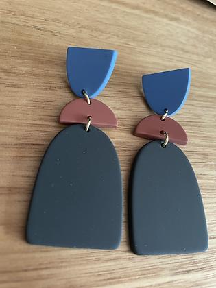 Blue/black hang earrings