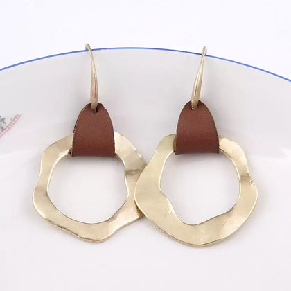 Round leather earrings - gold