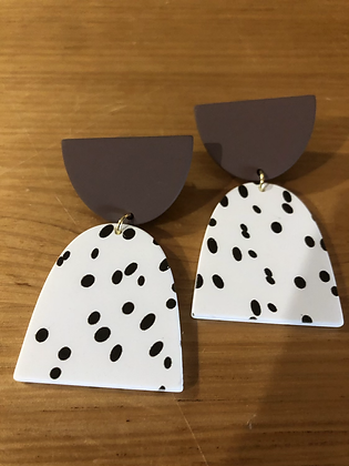 Polly brown/white earrings