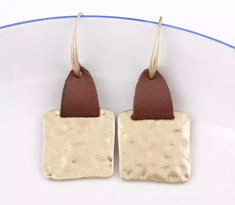 Square leather earrings - gold