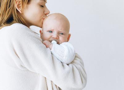 אמא רגישה לילדה רגישה