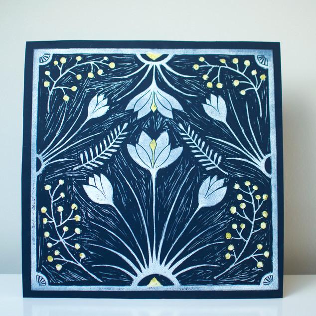 Winter flower tile print, Navy/White/Gold