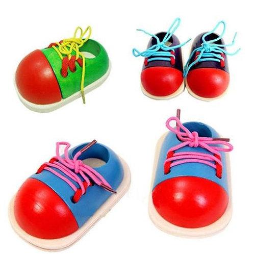 J'apprend à lacer mes chaussures