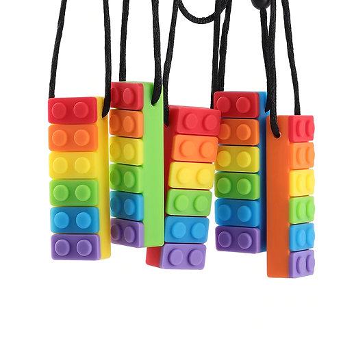 Collier forme LEGO multicolore