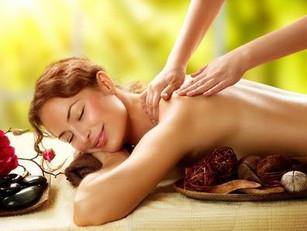 Tiefenwirksame Massage mit besonderen Edelstein-Ölen