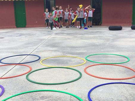Els infants gaudeixen d'activitats lúdiques i esportives a partir de jocs tradicionals