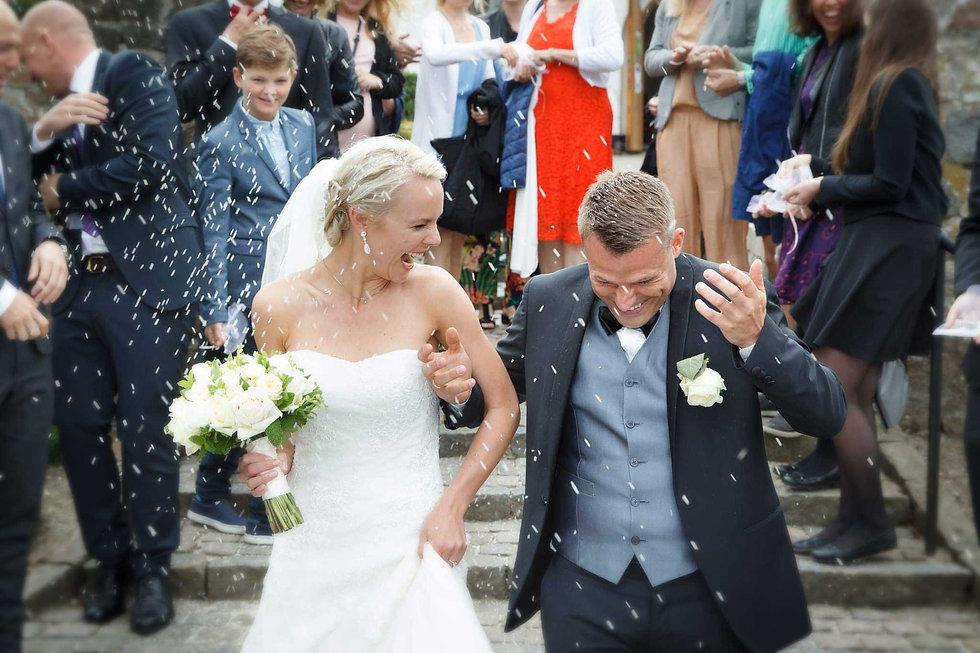 Skønne bryllupsfotos fra jeres store dag - få alle øjeblikkene digitalt og på print.