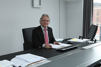 Advocaat Philippe Warnants in Bilzen | Aannemingsrecht, verzekeringsrecht, arbeidsrecht, familierecht, inning van facturen, opstellen contracten, ondernemingsrecht, handelsrecht, aansprakelijkheidsrecht