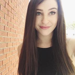 Girl takin selfie with diabetes and rare disease