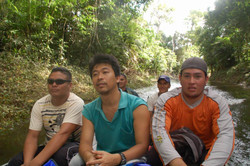 Resize of ジャングルの水路をボートで進む