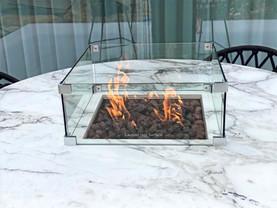 Glazen ombouw rond het vuur voor extra veiligheid
