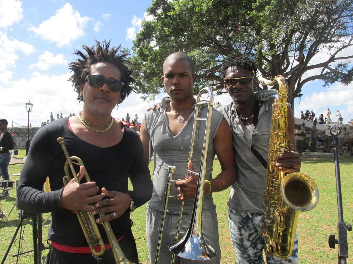 cuba_2016_783_book_festival__-_musicians_-_event_drew_100000