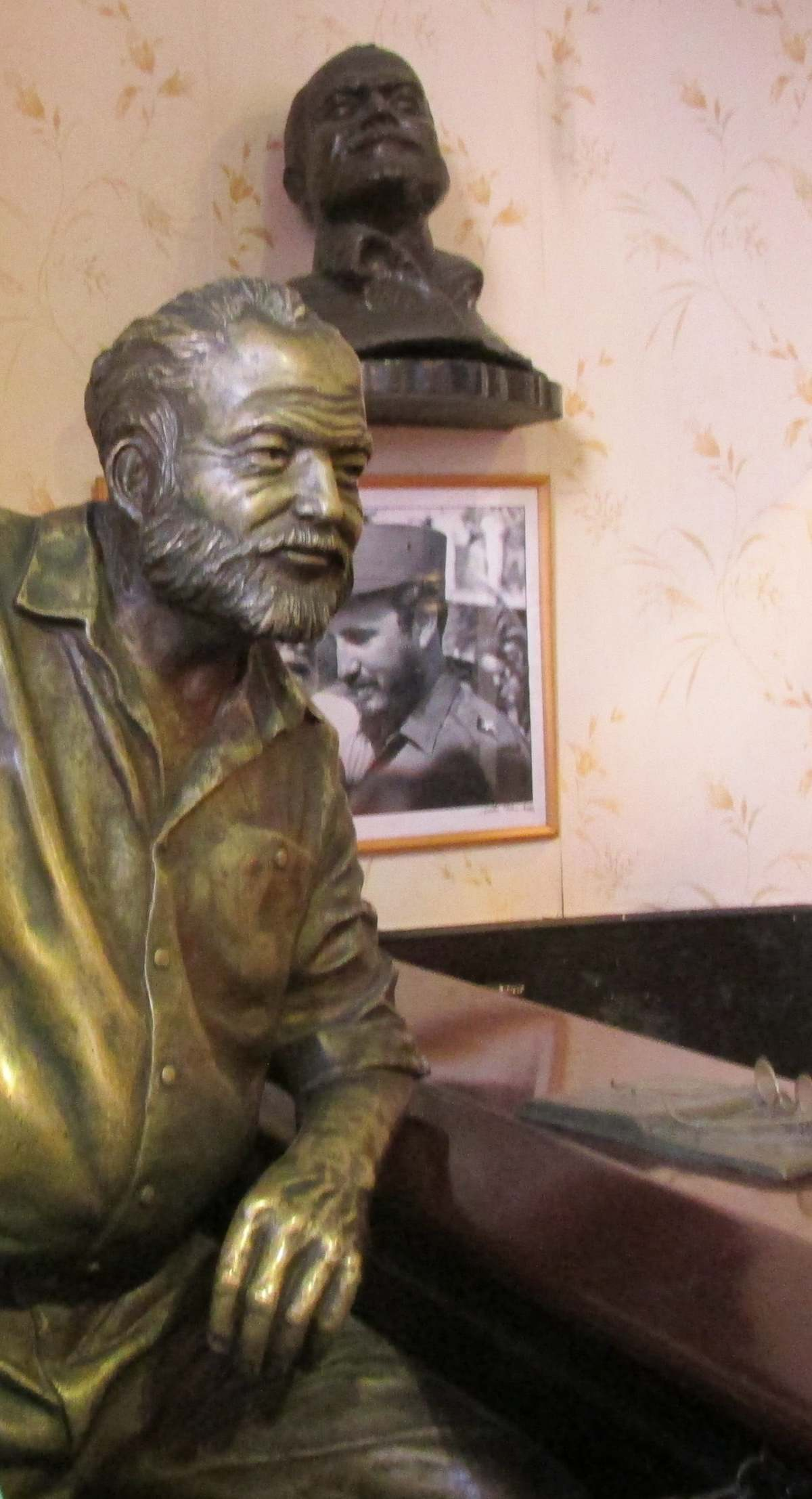 cuba_2016_866a_ernest_hemingway_at_floridita_bar_and_restaurant