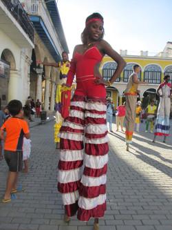 cuba_2016_877_street_entertainer_on_stilts