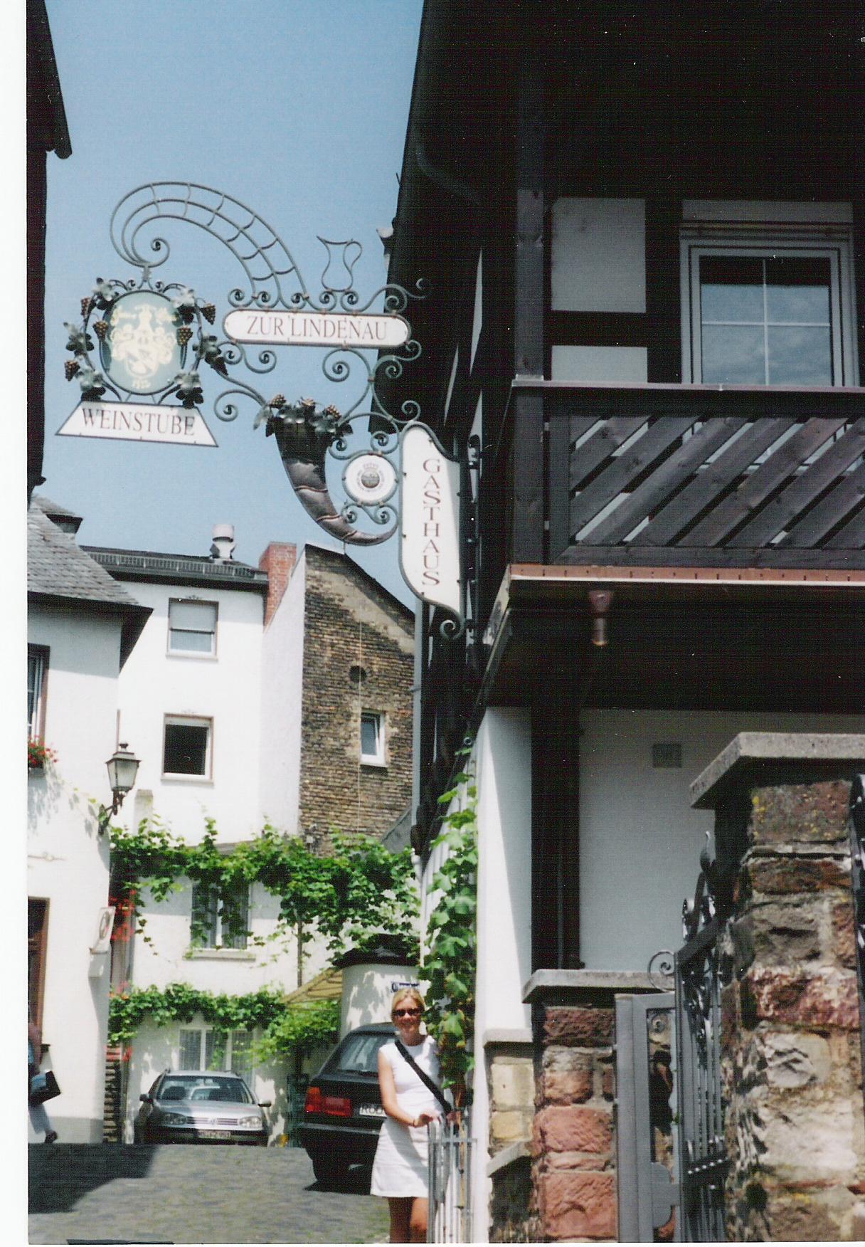 GERMANY Rudesheim Weinstube.jpg
