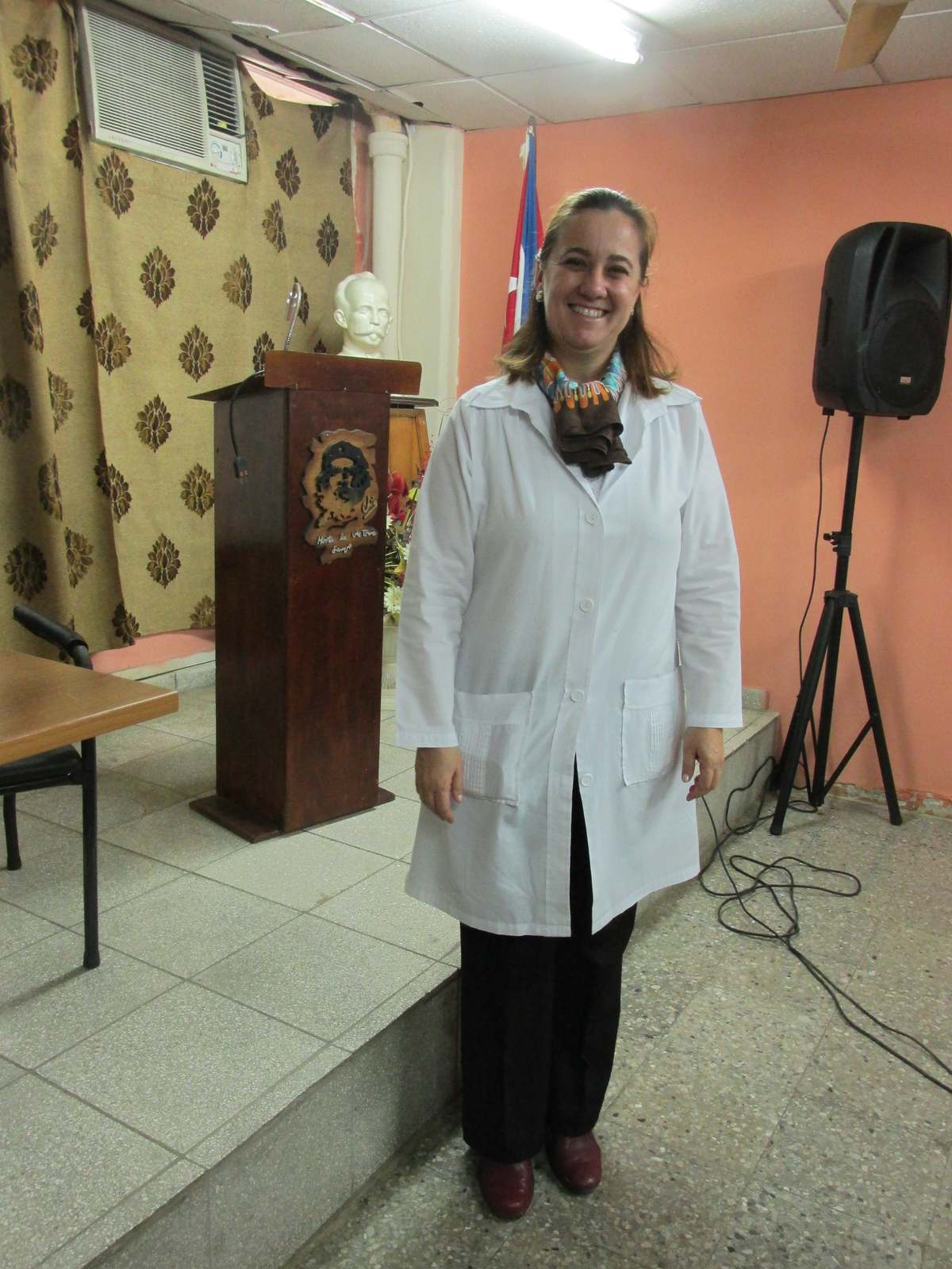 cuba_2016_393_doctor_at_policlinic