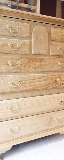 GJ Decor zandstralen Brugge Knokke zanbestraling zand meubilair vernis olie bescherming antiek meubelrenovatie