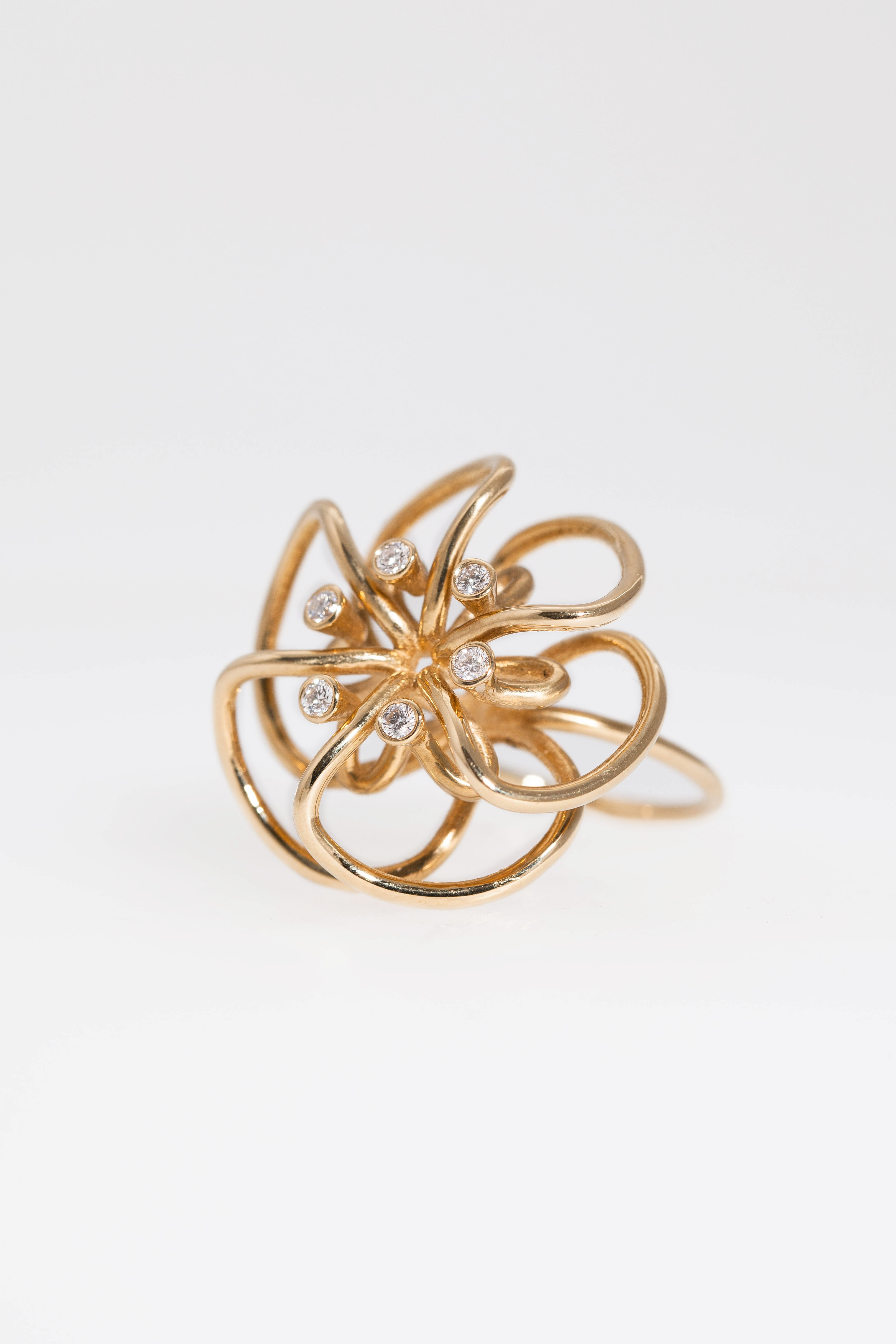 Laura_Bangert 18ct gold flower ring with