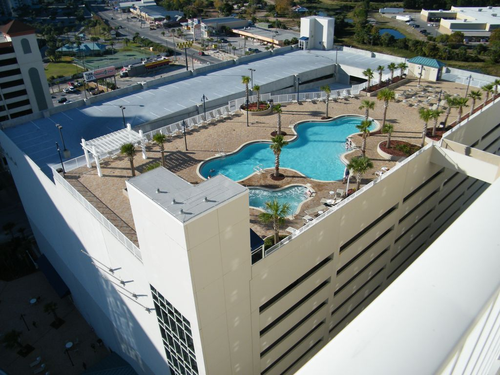 10th floor pool