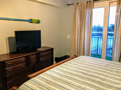 131 king bed tv