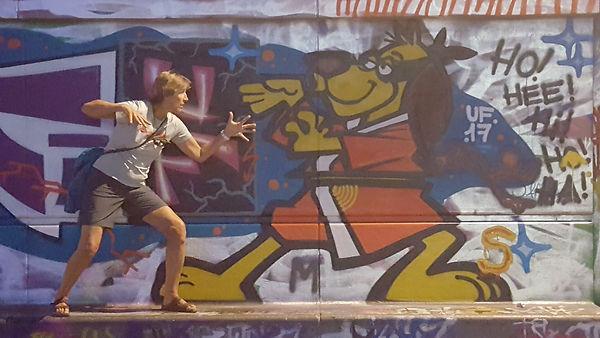 Vienna Diane Hong Kong Fooey grafitti.jp