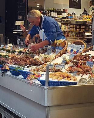 Rue Moufetard - fishmonger - May 9.jpg