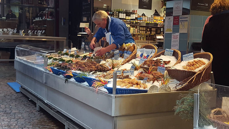 Rue Moufetard - fishmonger - May 9.jpg