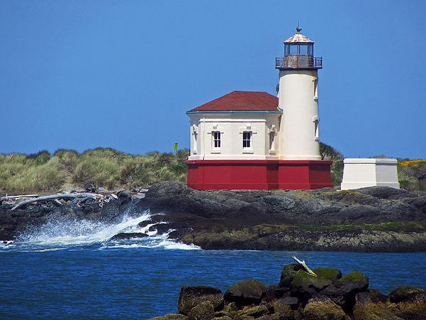 Bandon Oregon_Coquille_River_Lighthouse_