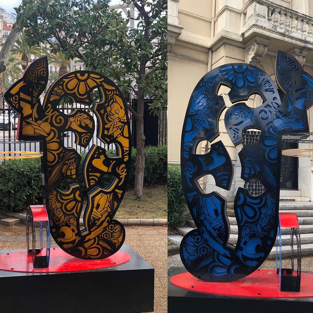 Speedy Graphite : sculpture à l'entrée du Musée   (dos et face)