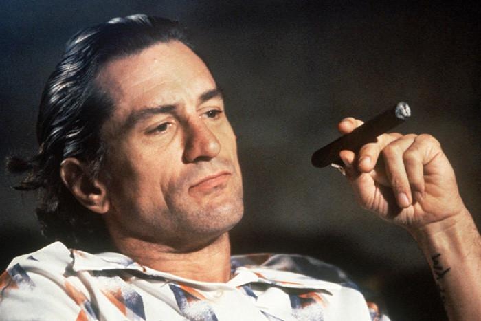Robert de Niro fumando un habano