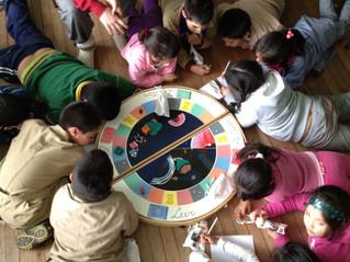 Jugar para aprender, uno de los lemas de Abanico. El juego ganador del concurso de diseño de materia
