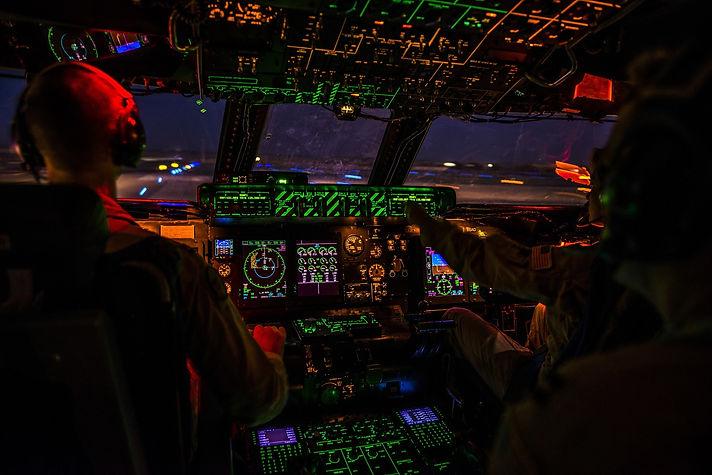 cockpit-1442715.jpg