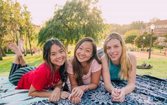 aline, alicia, and brooke picnicing on janss steps