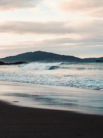ocean-waves-crashing-on-shore-4146244.jp