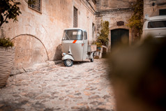 Voyage sur mesure Italie city trip Rome piaggio ape