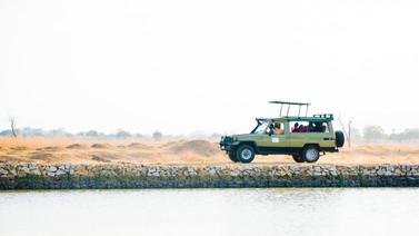Voyage sur mesure Tanzanie Safari Tarangire Savane 4x4 voiture piste