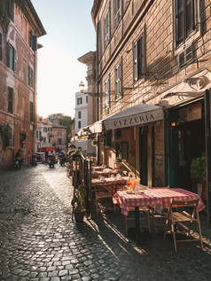 Voyage sur mesure Italie Rome ruelle