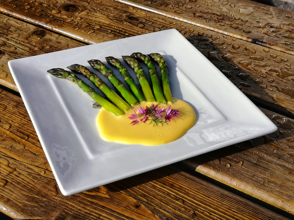 Steamed Asparagus with Hollandaise Sauce