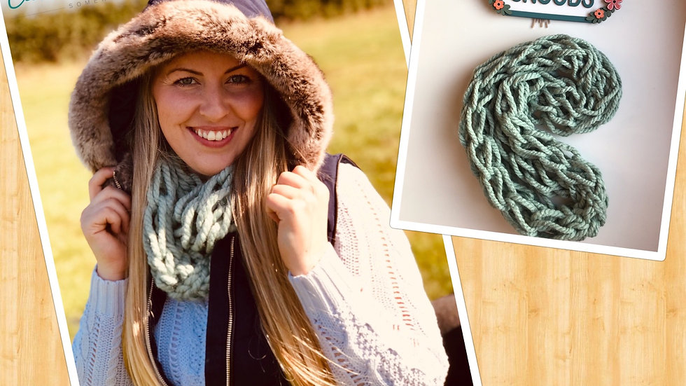 Arm knitted snood Parsley