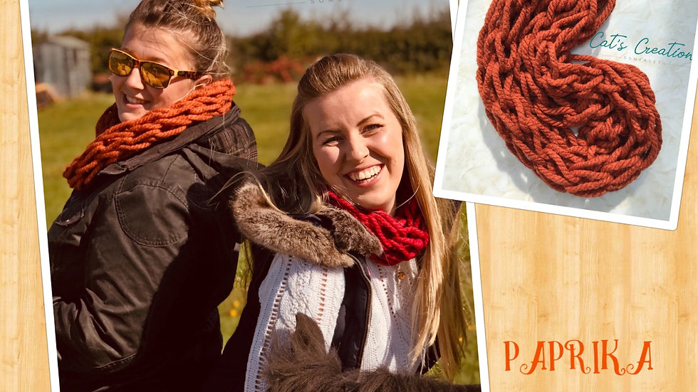 Arm knitted snood Paprika