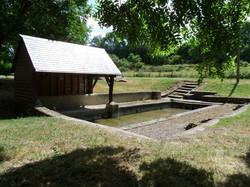 Lavoir Hameau des moulins 2014.JPG