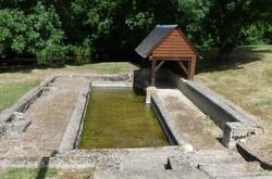 Le lavoir au hameau des Moulins